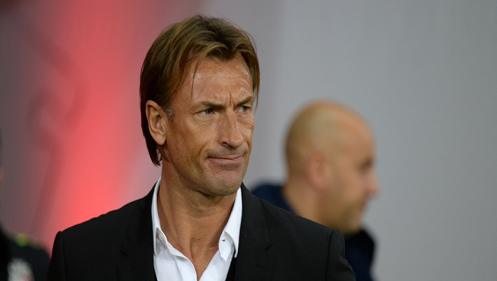 Lille's French head coach Herve Renard looks on during the French L1 football match Lille versus Bastia on November 7 2015, at Lille Grand Stade Pierre Mauroy stadium in Villeneuve-d'Ascq. AFP PHOTO /  DENIS CHARLET