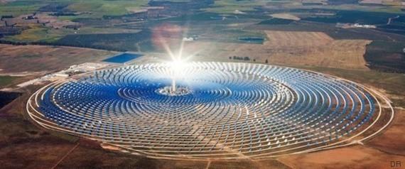 Une vue aérienne de la gigantesque centrale solaire de Ouarzazate
