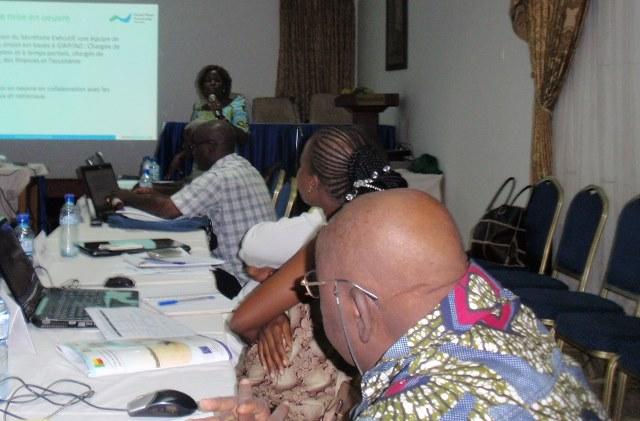 La chargée de projet, Félicité Vodounhessi ( micro) a présenté le projet PROGIS-Ao aux formateurs