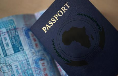 Le passeport africain contribuera à la libre-circulation des Africains sur leur continent