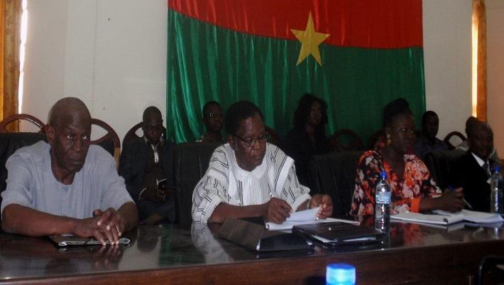 Des membres du comité d'organisation au cours de la conférence de presse